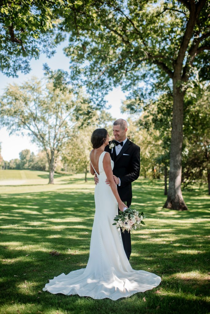 bride and groom at interlachen country club mn