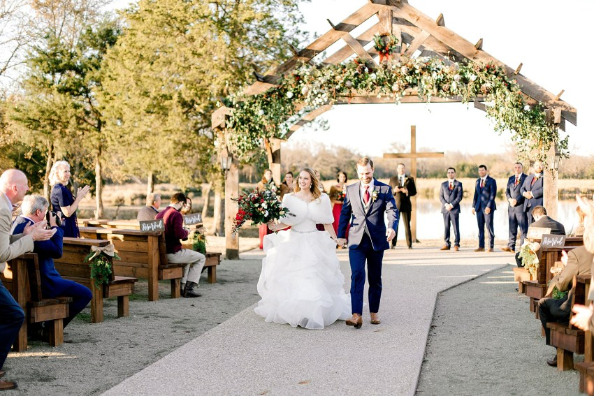 Christmas Winter Wedding (Emory, Texas) | Becca Sue Photography - www.beccasuephotography.com
