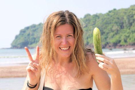 Lyckan av att hitta gurka på stranden!!!! Två av mina favoritsaker på samma stället.