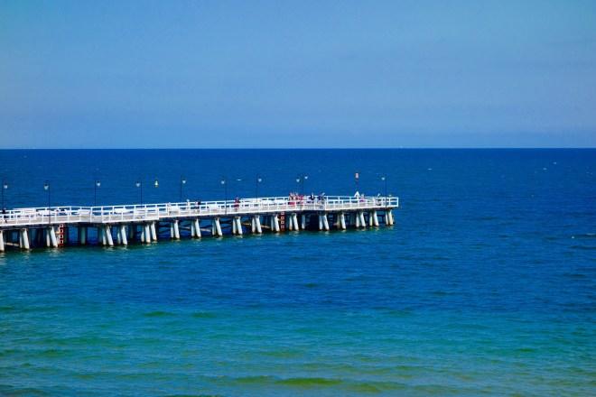 Piren i Gdynia och Sopot liknar varandra, men den i Gdynia är både mindre i storlek och i antal folks på den.