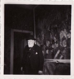 Photograph of James Ensor in front of The Entry of Christ into Brussels, taken by Albert Lilar in the 1940s.