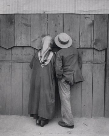 Andre_Kertesz_-_Circus,_Budapest,_19_May_1920