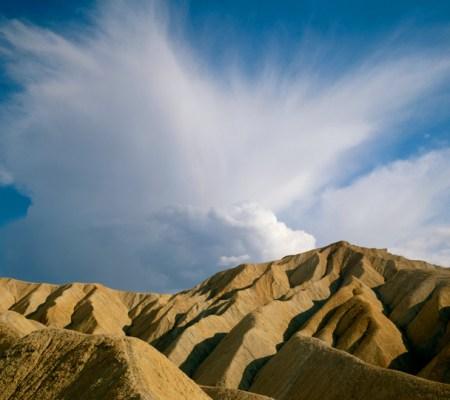 hyde anvil cloud over badlands