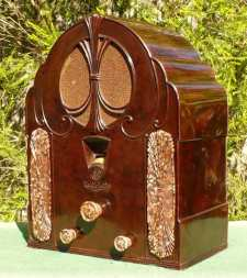 This bakelite radio was sold by General Electric in Australia in 1932.