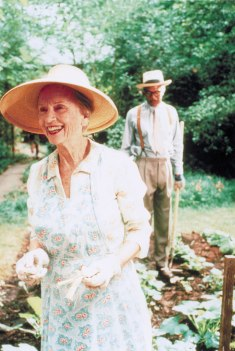 Jessica Tandy and Morgan Freeman in Driving Miss Daisy (1989).
