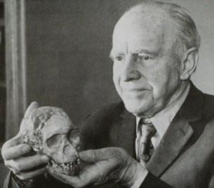 Raymond Dart (1893-1988) with the Taung Child skull.