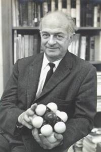 Photograph of Linus Pauling.