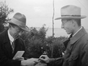 Werner Heisenberg (left) and Eugene Wigner in a 1928 candid.