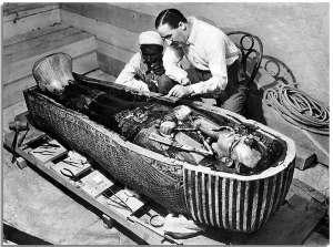 Howard Carter with Tutankhamen's sarcophagus.