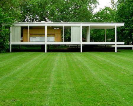 Farnsworth House, by Mies van der Rohe, in Plano, Illinois.