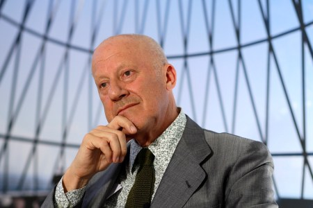 A 2009 photograph of Norman Foster by Enrique Cidoncha.