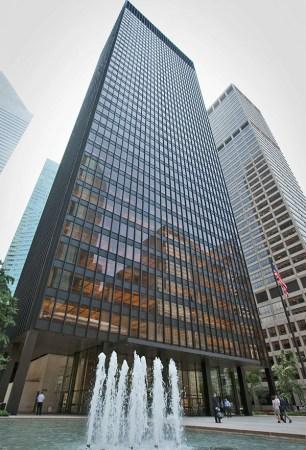 Seagram Building (1958). Architects: Ludwig Mies van der Rohe & Philip Johnson. Location: New York City, US.