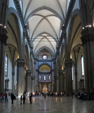 divided the center nave in four square bays.