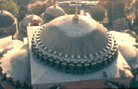 Trdat repaired the dome of Hagia Sophia after it collapsed following an earthquake in 989 CE.