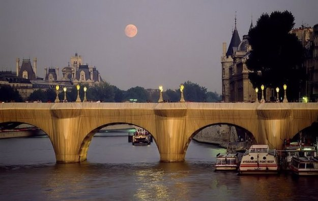 christo-und-jeanne-claude-pont-neuf-wrapped