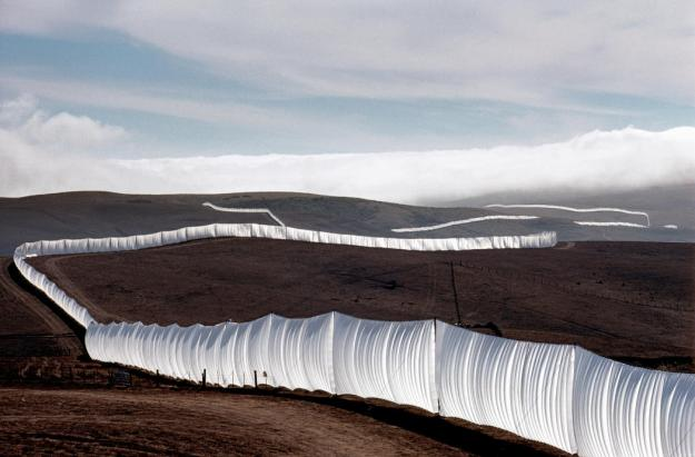 Running-Fence-christo-jeanne-claude