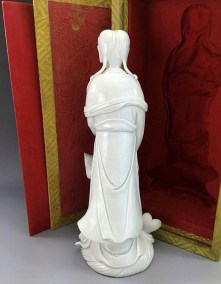 18TH C BLANC de CHINE GUANYIN (5)