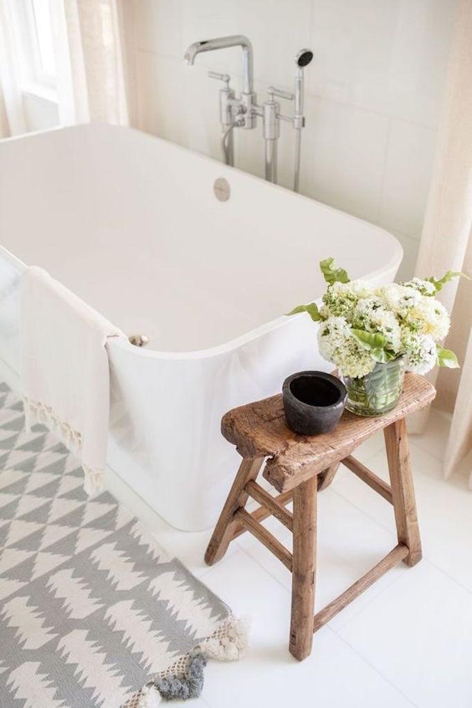 25 Fresh Farmhouse BathroomsBECKI OWENS on Rustic Farmhouse Farmhouse Bathroom  id=43035