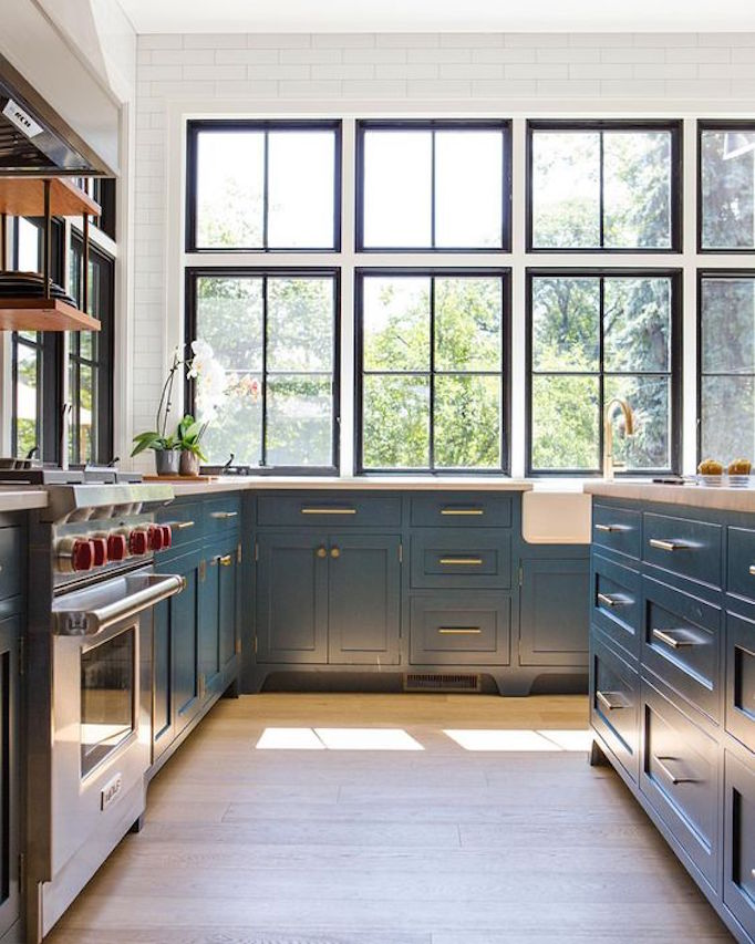 Come see 36 Best Beautiful Blue and White Kitchens to Love! #blueandwhite #bluekitchen #kitchendesign #kitchendecor #decorinspiration #beautifulkitchen