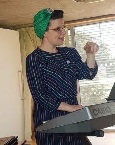 Becki Short leading a singing workshop