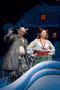 Maxim Mikhailov (Devil) and Larissa Diadkova (Solokha) © Bill Cooper/ROH