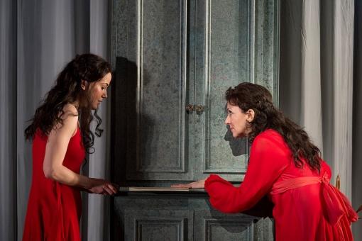 Krassimira Stoyanova and Vigdis Hentze Olsen (Tatyana) © Bill Cooper/ROH