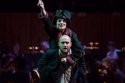 Sam Bond (Peer Gynt) and Lisa Ellis (Woman in Green) © Philharmonia | Marina Vidor