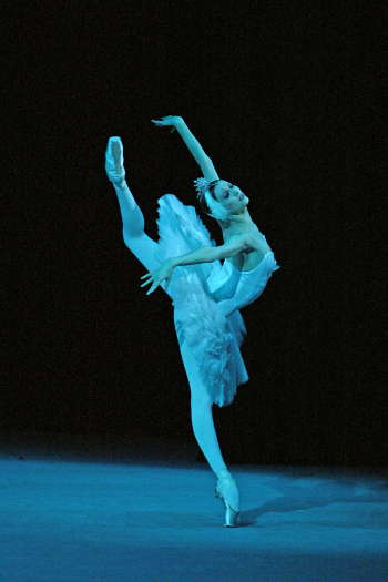 Svetlana Zakharova (Odette) in Swan Lake © Damir Yusupov | Bolshoi Theatre