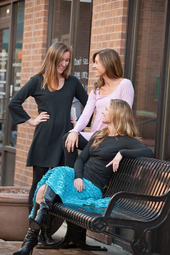 beckons yoga clothing three models in organic cotton