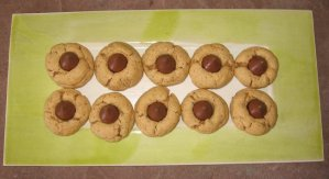 Beckons Yoga Clothing Peanut Butter Kiss Cookies recipe