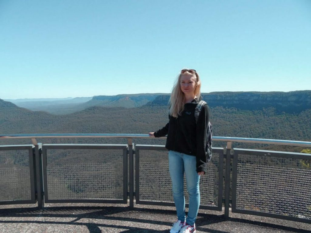 person standing at a viewing platform in the blue mountains in Australia