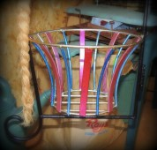 Different and alternating colors for the basket's supports...