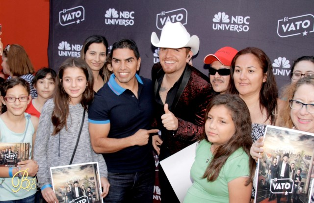 El Dasa with the fans