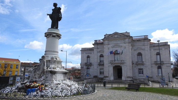 Statue in Campo dos Mártires da Pátria, Lisboa