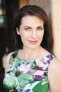 Lisa Kelypas author photo
