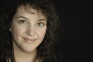 Vivienne Lorret author photo