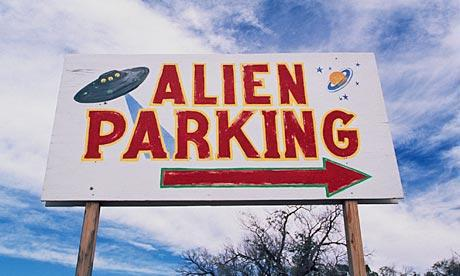 3547611248_alien_parking_sign_006-61465121043_xlarge