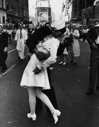 TIMESSQUARE_KISS