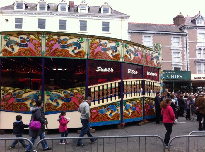 A waltzer! I loved this ride as a kid!