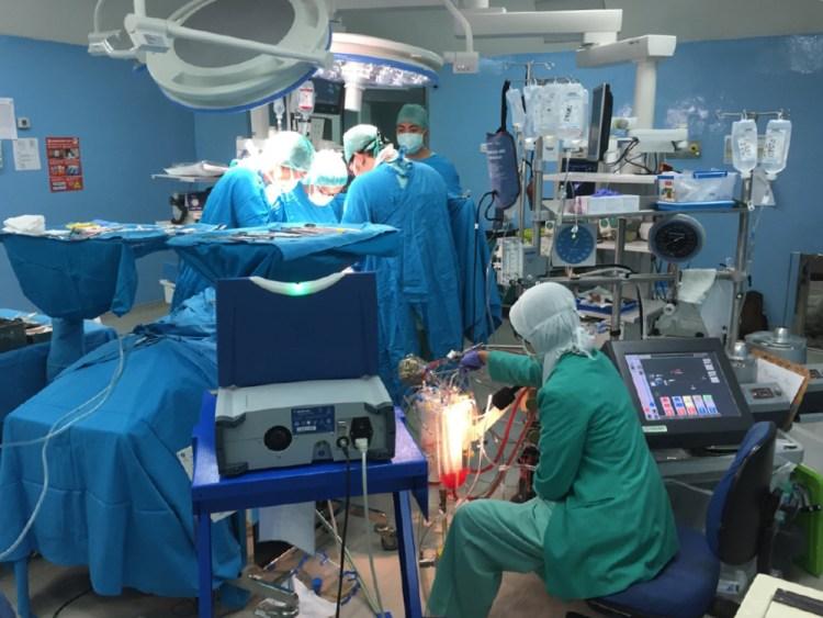 Foto operasi jantung (bedah kardiovaskular)