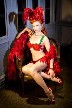 Bettina May in classic burlesque garb (Photo: Anna Fischer)