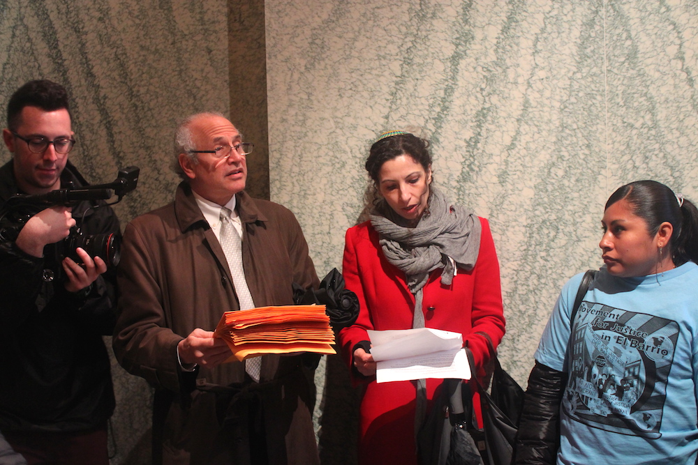 Marc Greenberg reading from some of the letters to Croman last month (Photo: Luisa Rollenhagen)