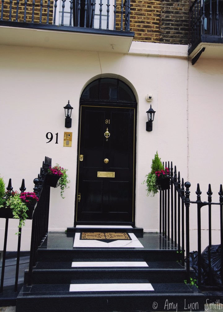 London offered many gems as I strolled along its streets. Check out these Doors of London that I captured while strolling through Belgravia.