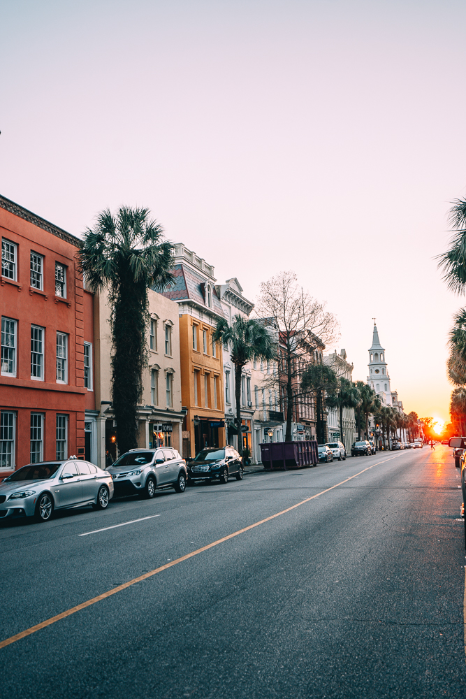 Looking for things to do in Charleston, South Carolina? From watching the sunset and more. Check out these 11 things that you'll want to do during a trip to Charleston.