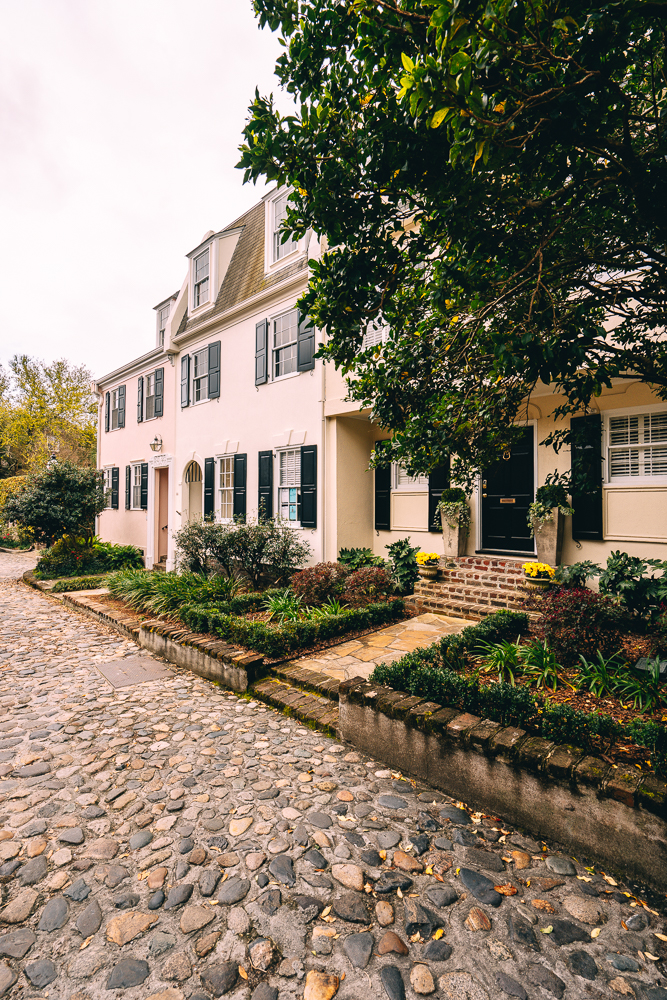 Looking for things to do in Charleston, South Carolina? From cobblestone streets and more. Check out these 11 things that you'll want to do during a trip to Charleston.