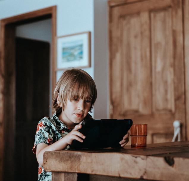 using tablet social media