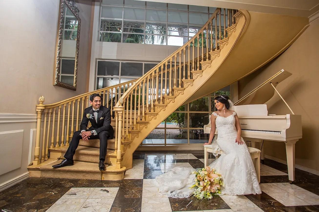 Villa De Palmas Gardens bride groom photo shoot