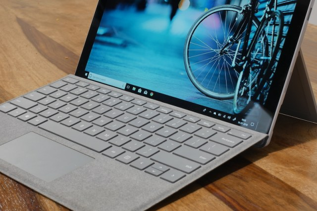 Surface Pro (2017) Keybaord and track pad00003