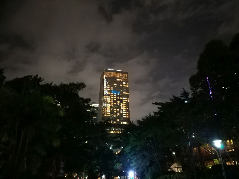 Galaxy A9 main camera outdoors in low light