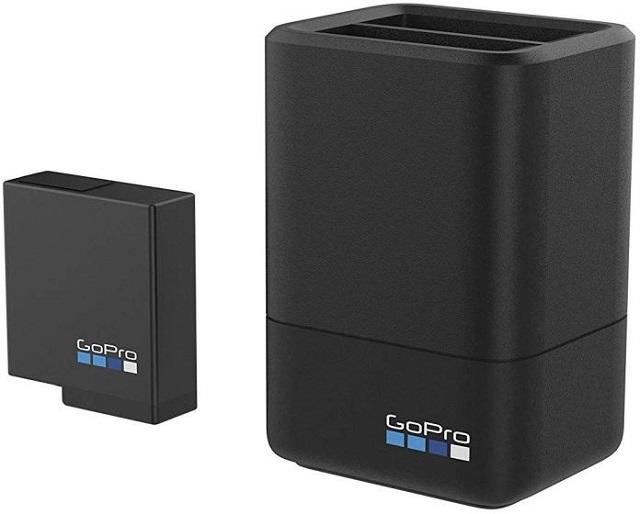 13. Официальный аккумулятор GoPro и двойное зарядное устройство